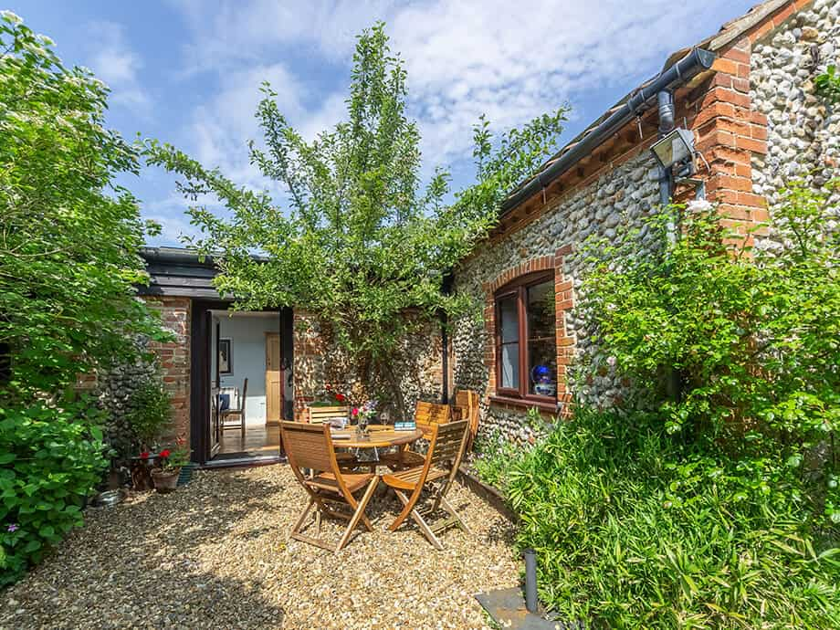 Apple-Tree-Barn-Holiday-Cottage-Blakeney-Fabulous-Norfolk-1