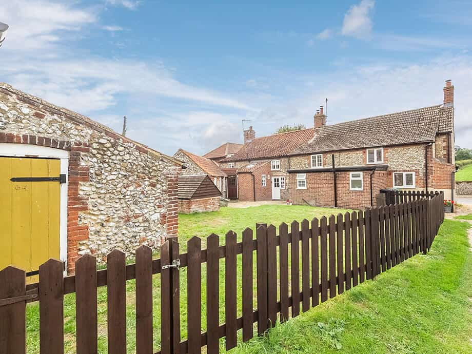 Fabulous-Norfolk-Holiday-Cottage-North-Creake-Field-View-20