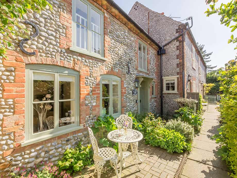 Holiday-Cottage-Blakeney-Hollyhock-Cottage-Fabulous-North-Norfolk-1