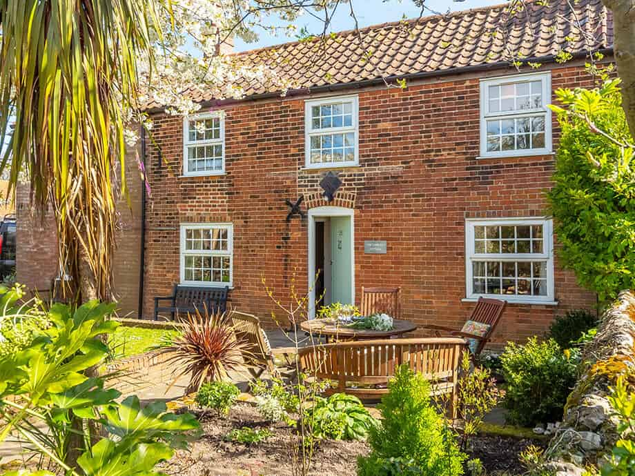 Holt-Holiday-Cottages-Fabulous-Norfolk-Cobblers-1