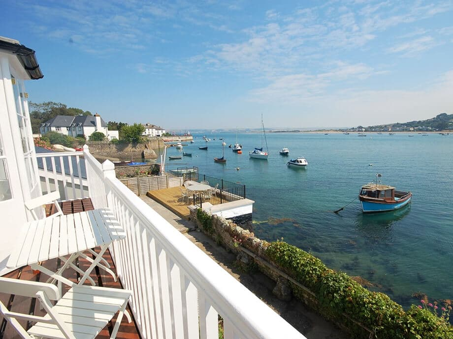 Luxury-Riverside-Holiday-Cottage-Appledore-Fabulous-North-Devon-1