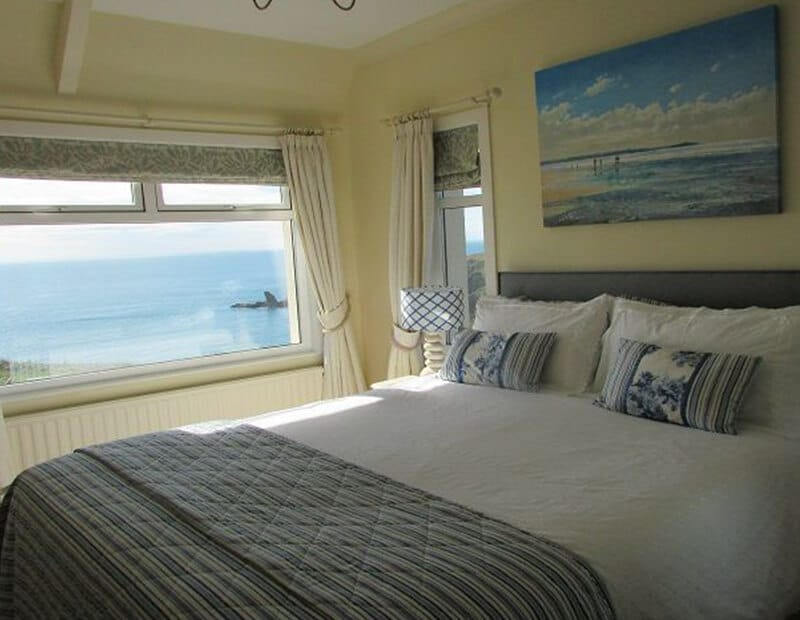 The-Crag-Holiday-Cottage-Housel-Bay-The-Lizard-Cornwall-5