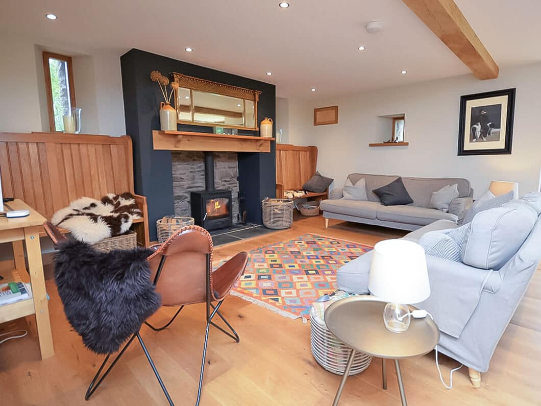 Monmouth South Wales Fabulous Holiday Cottages 8-7-cover