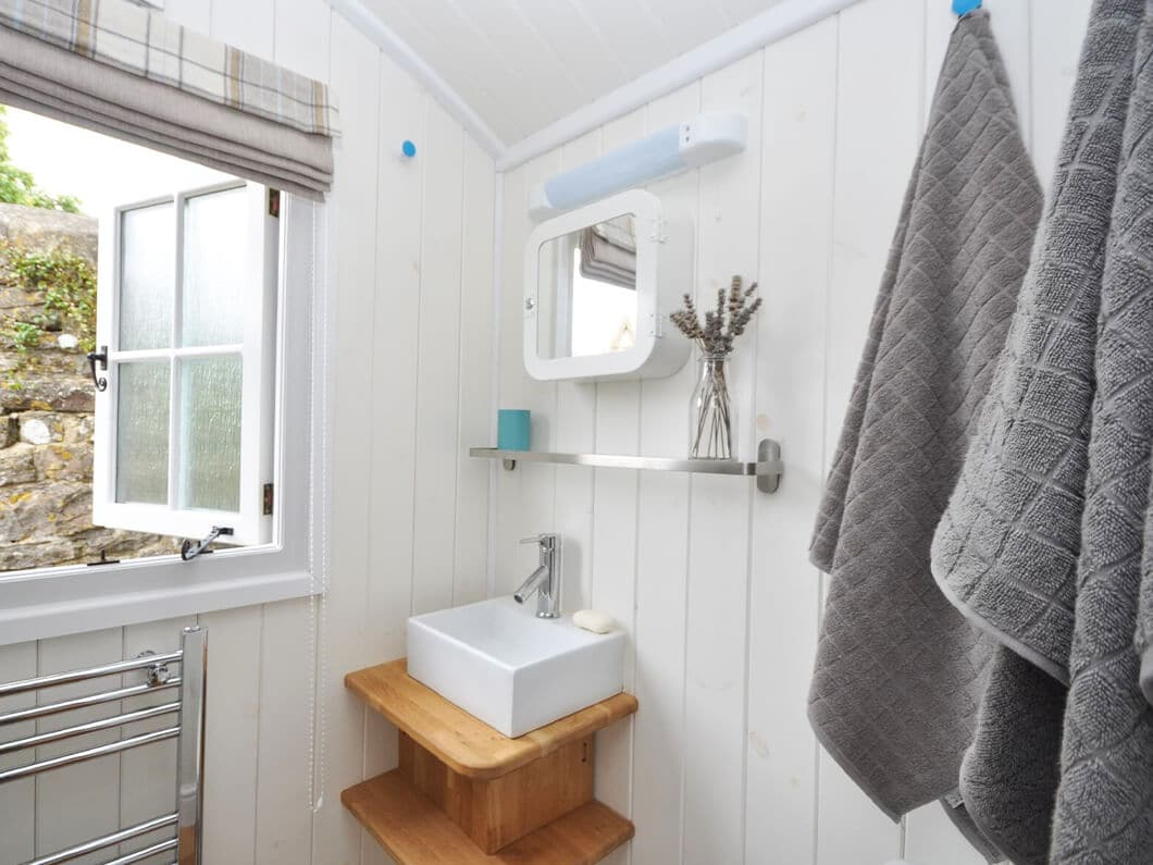 Shepherds Hut The Cotswolds Fabulous Holiday Cottages 7